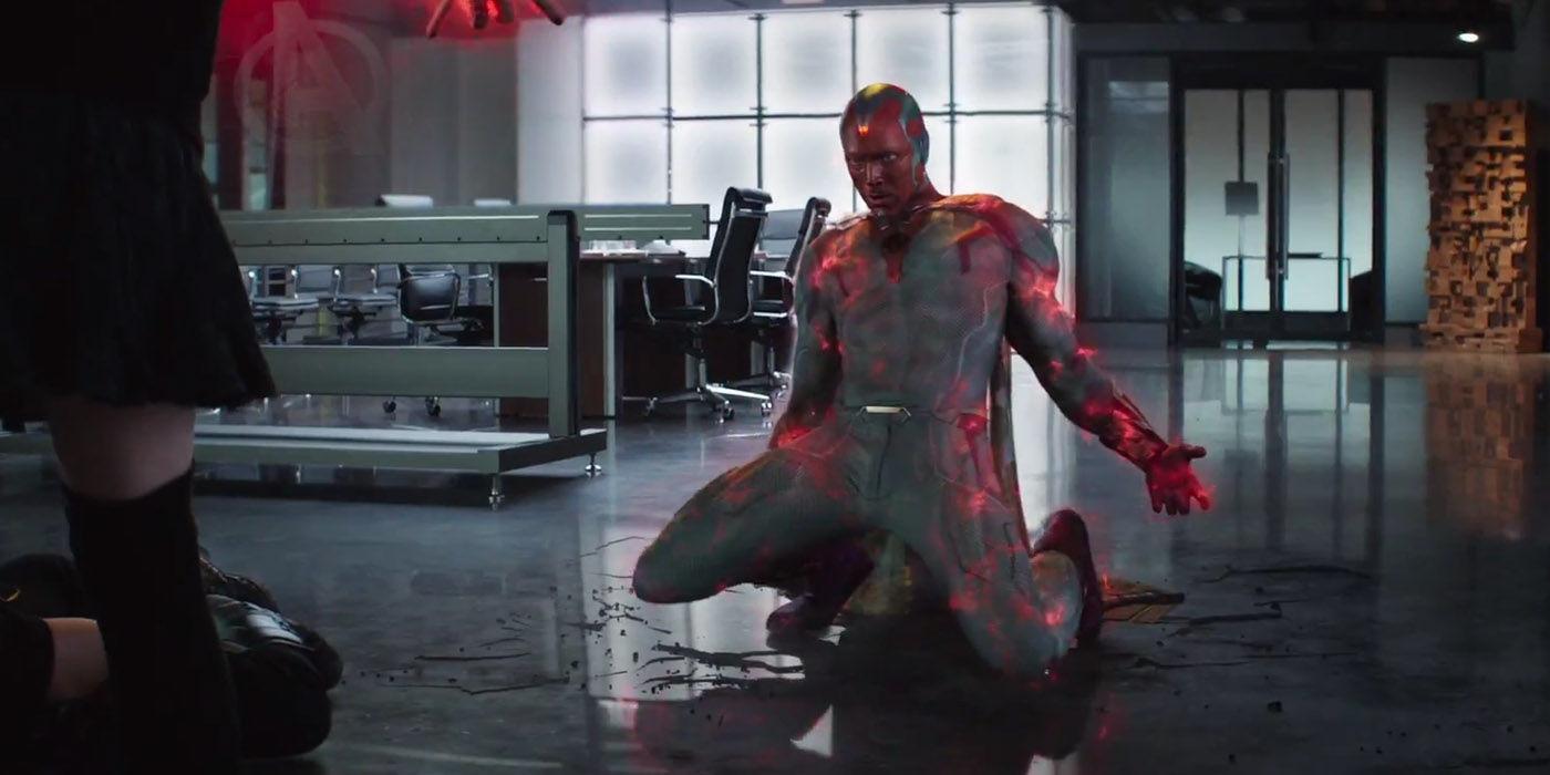 Feiticeira usando seu poderes contra o Visão no trailer de Guerra Civil