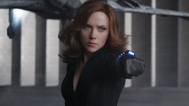 Scarlett Johansson como Viúva Negra