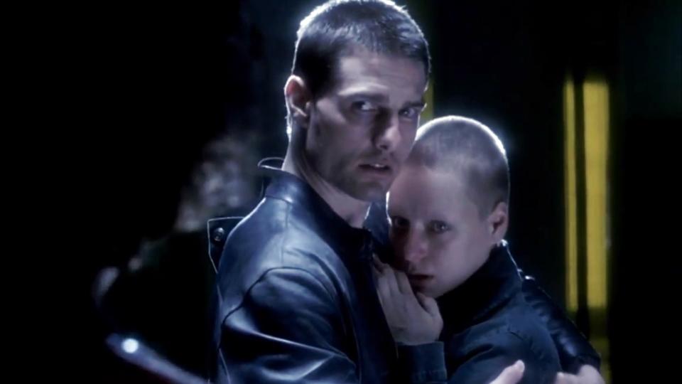 Tom Cruise e Samantha Morton em Minority Report (2002)