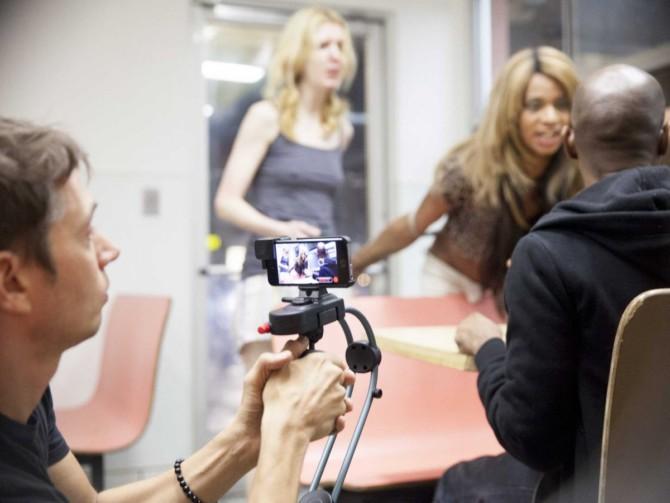 Sean Baker filmando Tangerina, com um iPhone