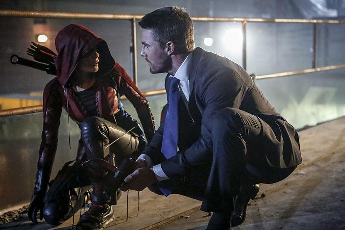 Speedy e Oliver em Arrow