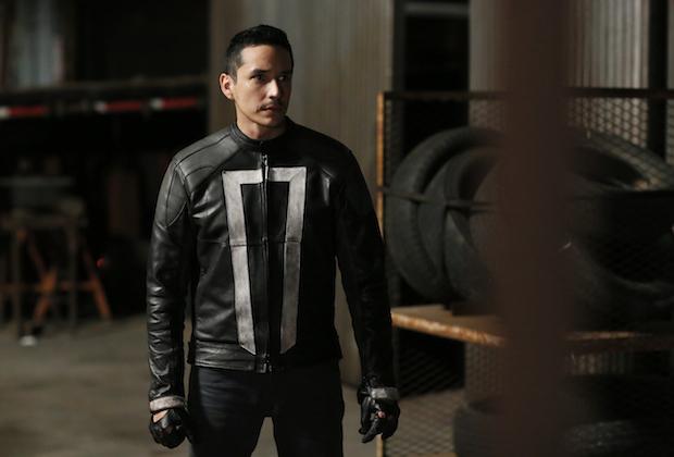Gabriel Luna como Motoqueiro Fantasma