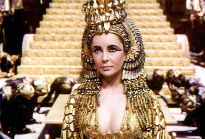 Elizabeth Taylor no famosamente fracassado Cleópatra (1963)