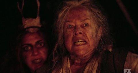 Lady Gaga e Kathy Bates em American Horror Story