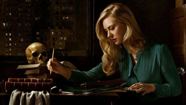 A jornalista Karen Page (Deborah Ann Woll) em Demolidor.