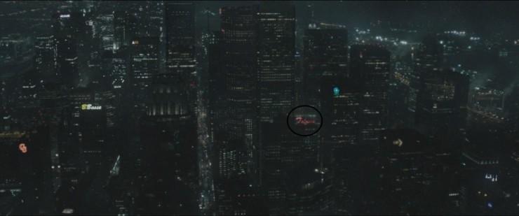 """Letreiro dizendo """"Falcone"""" em Gotham"""