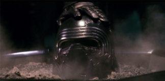 O capacete de Kylo Ren.