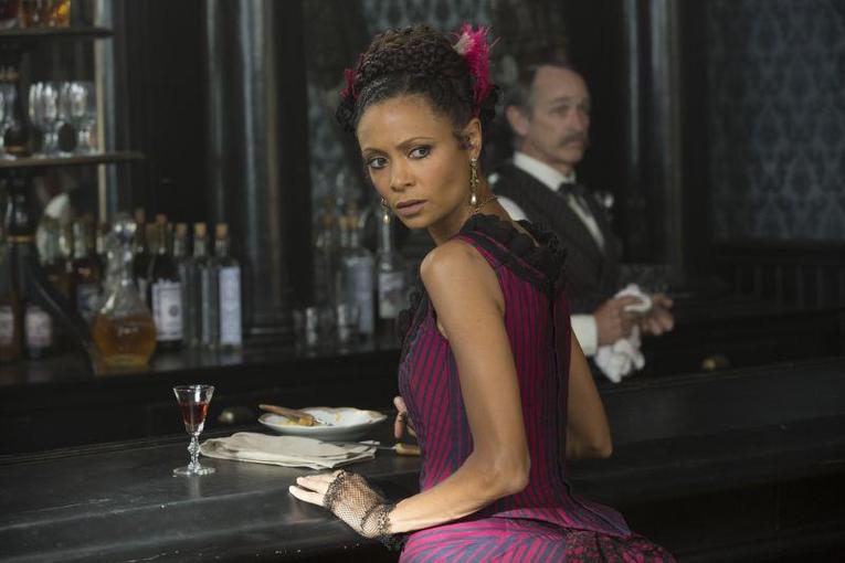 Thandie Newton como Maeve em Westworld
