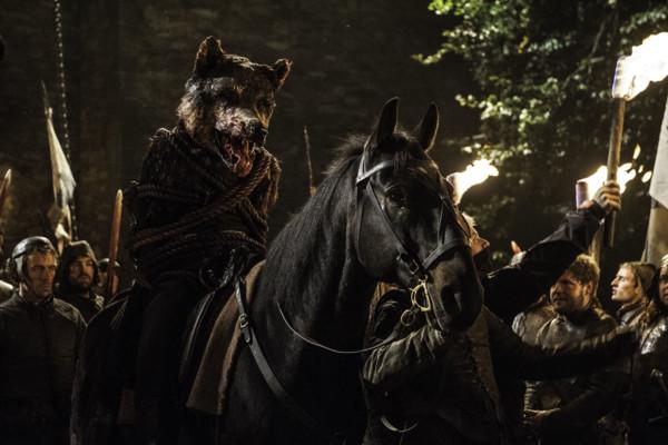 Robb e seu lobo gigante são assassinados em Game of Thrones.