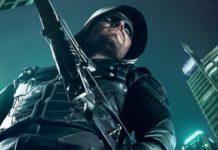 Stephen Amell como Arqueiro Verde em Arrow.