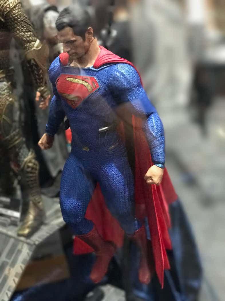 Hot-Toys-Justice-League-Superman-Suit