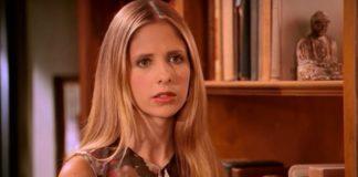 Sarah Michelle Gellar em Buffy: A Caça-Vampiros.