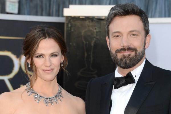 Meses após divórcio oficial, Ben Affleck aparece com namorada