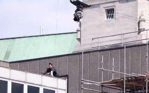 Tom Cruise se machuca durante gravação de novo 'Missão Impossível'