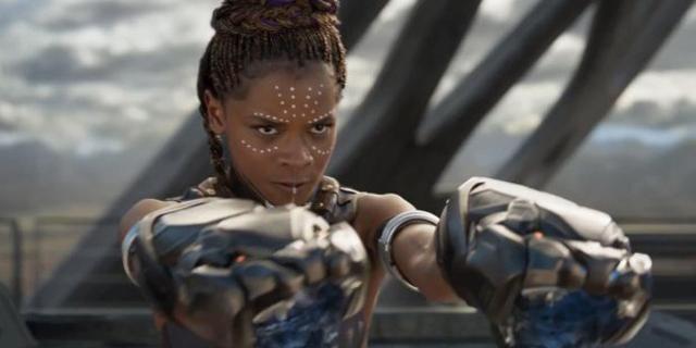 Letitia Wright como Shuri em Pantera Negra.