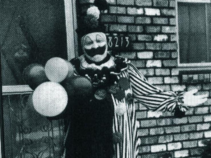John Wayne Gacy em sua fantasia de palhaço.