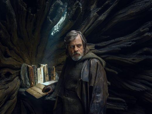 Os Últimos Jedi | Sinopse do filme indica reviravoltas emocionantes — Star Wars