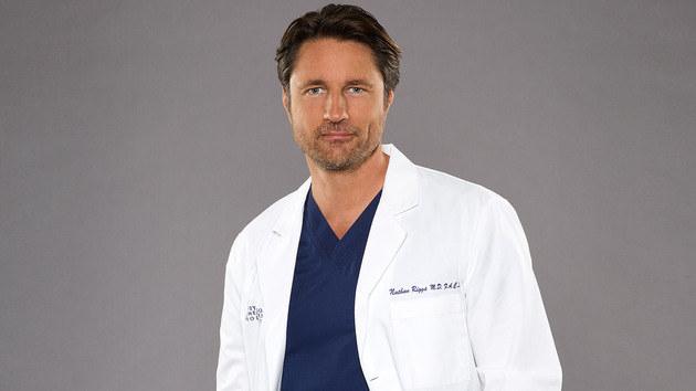 Martin Henderson como o Dr. Riggs