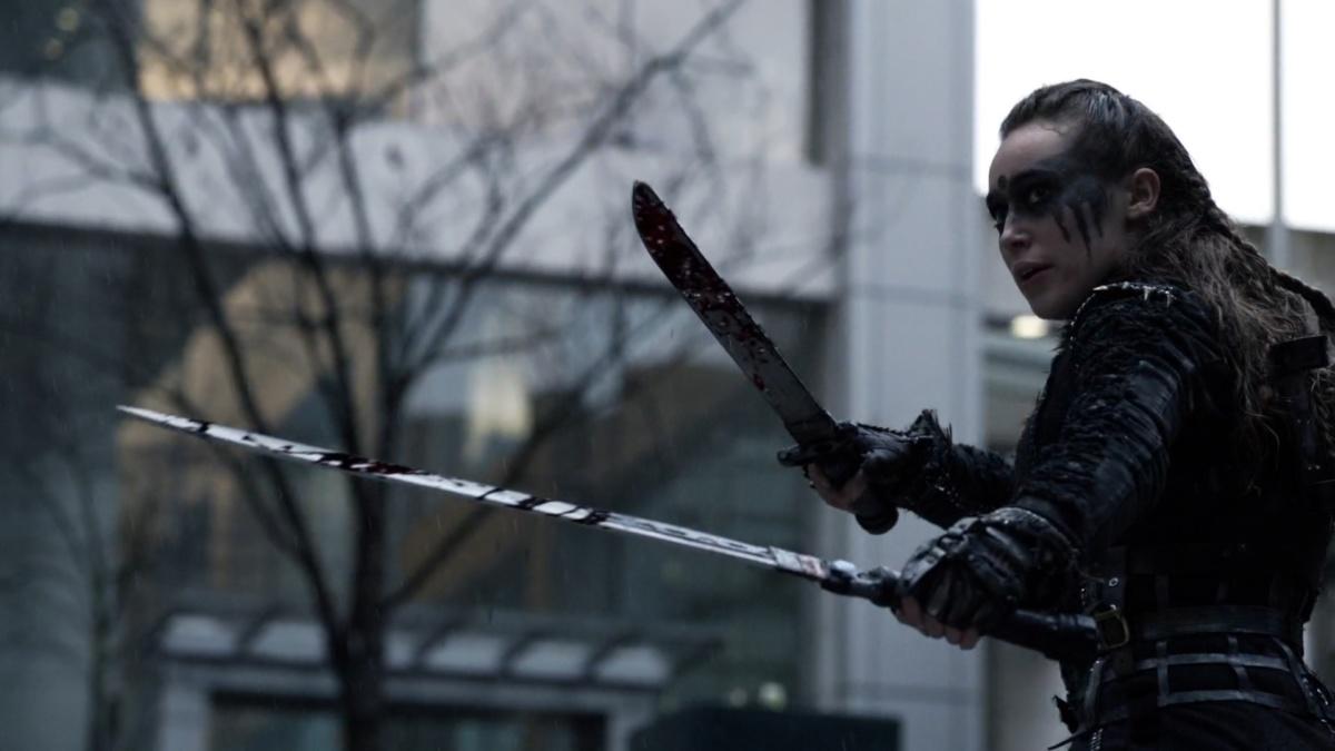Lexa em sua aparição no episódio final da 3ª temporada de The 100