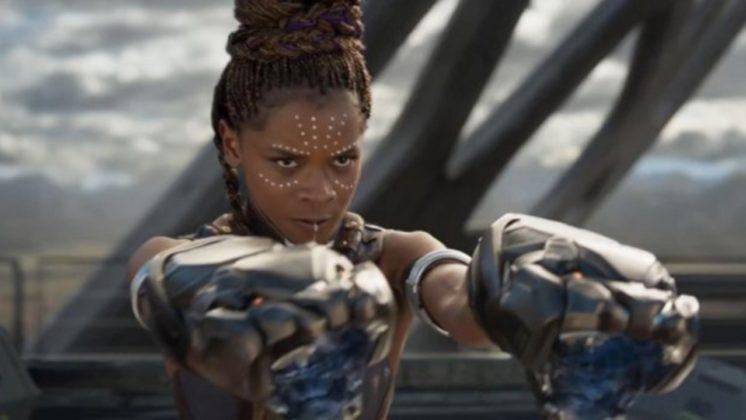 Shuri (Letitia Wright) em Pantera Negra.