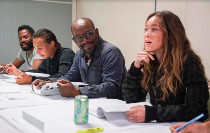 Lennie James com o resto do elenco de Fear the Walking Dead.
