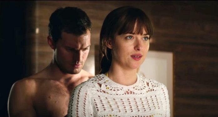 Anastasia e Christian em Cinquenta Tons de Liberdade.