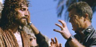 Jim Cavaziel e Mel Gibson no ser de A Paixão de Cristo.