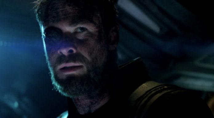 Chris Hemsworth com o tapa-olho em Vingadores: Guerra Infinita.