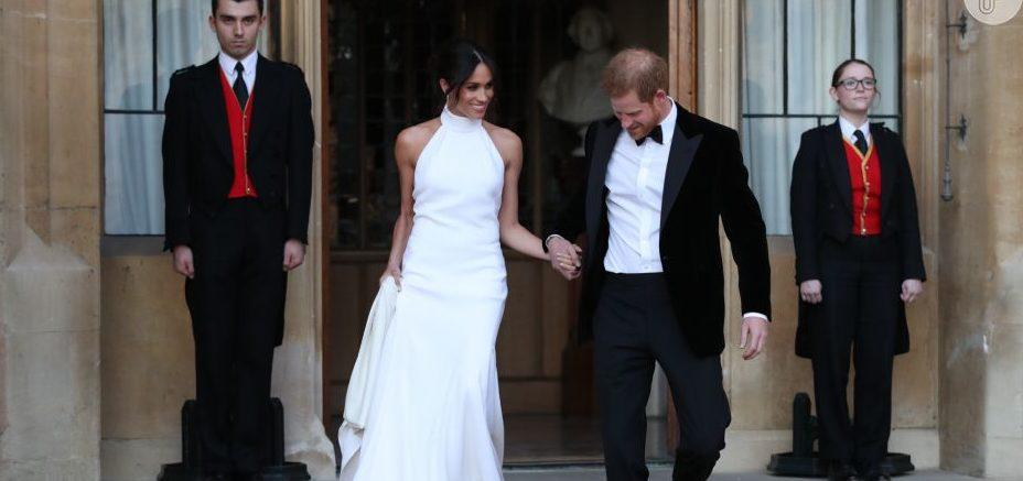 57a93df1ae6 Réplicas de vestido de casamento de Meghan Markle estão a venda por R  17  mil