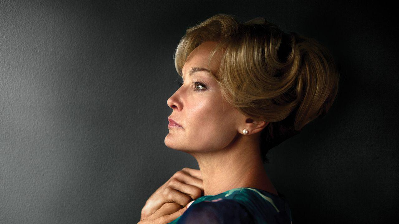 Resultado de imagem para American Horror Story: Ryan Murphy divulga primeira foto do retorno de Jessica Lange