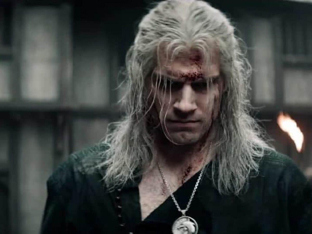 Henry Cavill em ação em foto da 2ª temporada de The Witcher
