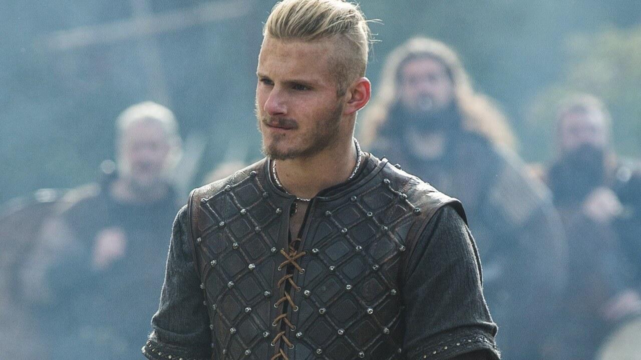 Ator de Bjorn comenta retorno em continuação de Vikings