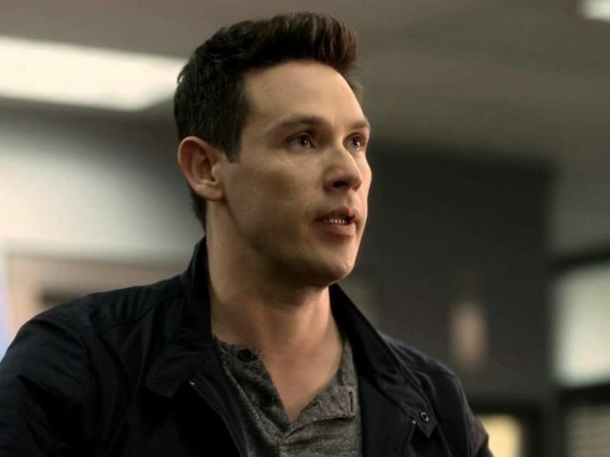 Após Lucifer, ator segue na Netflix e elenco celebra