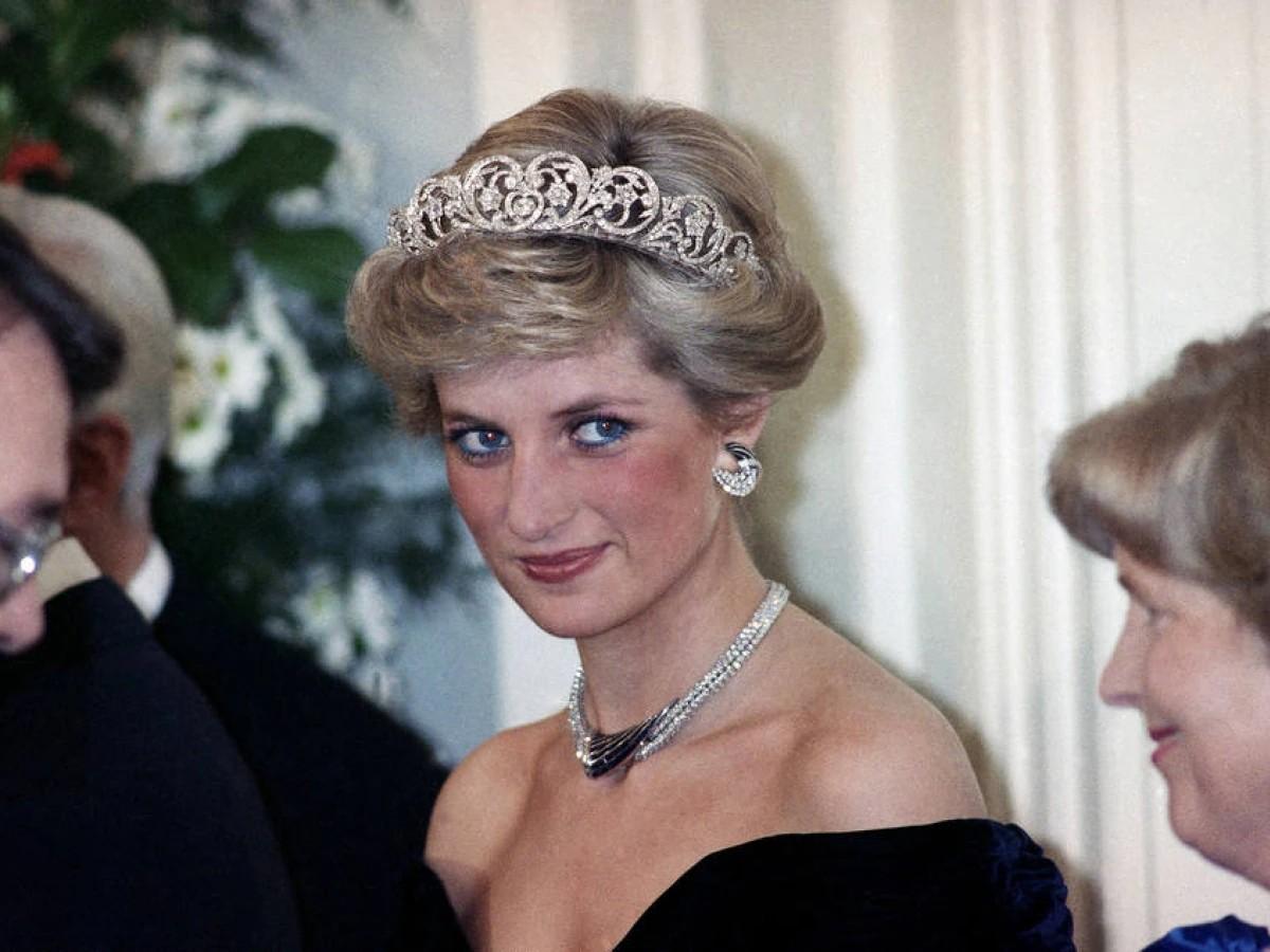 The Crown: Atriz está igual a Lady Diana em imagem da 5ª temporada